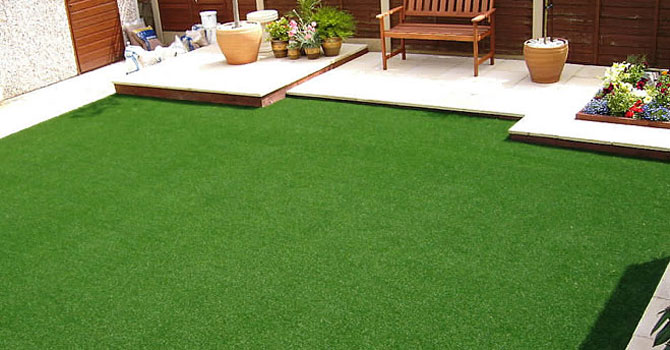 natural vs synthetic lawns